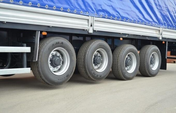 What truck on flights raise the rear wheels: the whim of the driver or a forced necessity