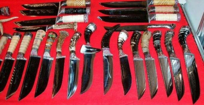 "What is the ""Uzbek knife"", and why any hostess would not mind to get yourself a kitchen on"