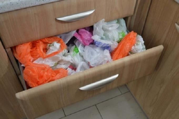 Box storage packages can be used only if the kitchen a lot of space. / Photo: vplate.ru.