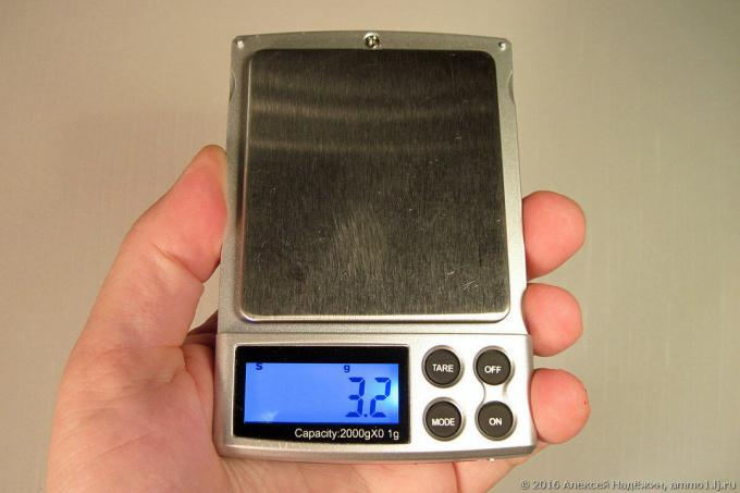 Miniature scales to 2 kg
