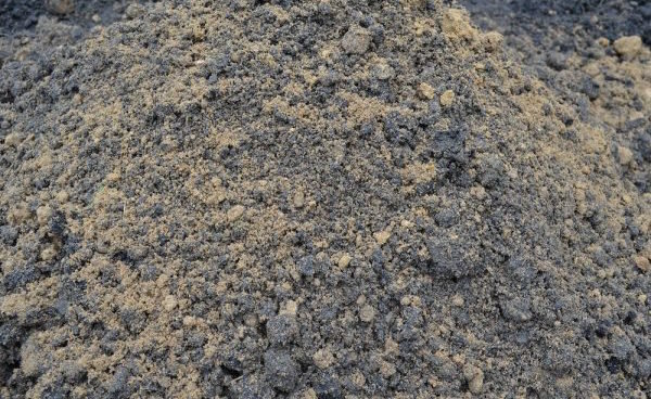 Using ordinary sand for the benefit of the garden